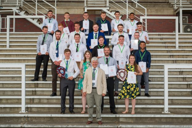 Awards and cash prizes for Survey School's top graduates